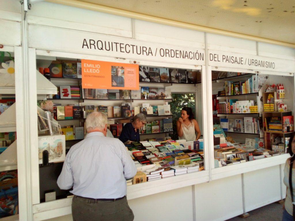 Naos caseta número 122 de la edición número  78ª edición de la Feria del Libro de Madrid 2019 del 31 de mayo al 16 de junio que se celebra en el Parque El Retiro de Madrid.